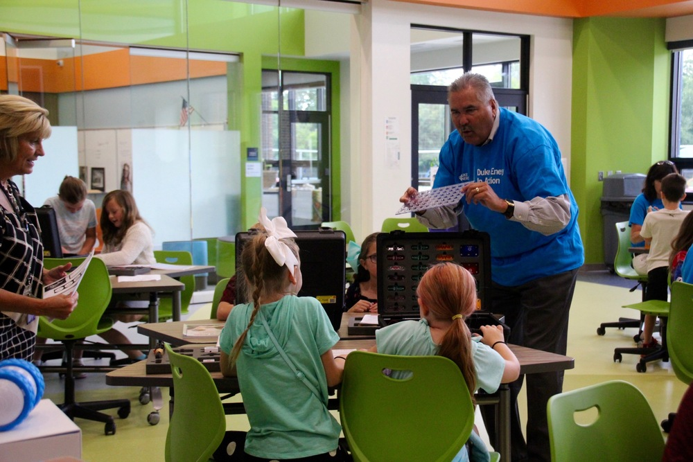 Duke Energy executives volunteer in The Imagination Lab