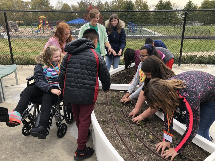 Students help winterize garden